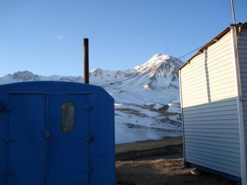 Синий кунг - это баня. Как же она нас выручала!