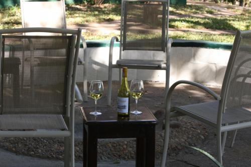 Перед обедом можно начать с апперитива. 0,4 промиле никто не отменял, а южноафриканские вина - прекрасны!
