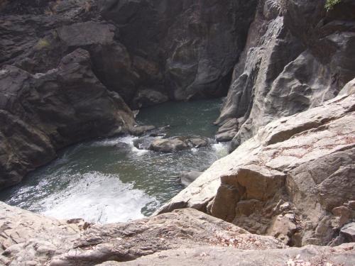 Местный водопад на территории угодий этого хозяйства