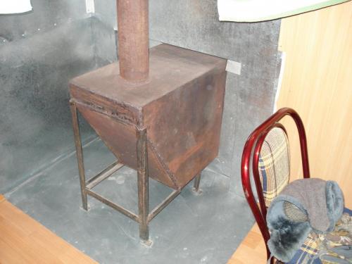 Печка, которую топят снатужи сушеными лепешками из дерма яков