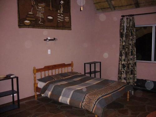Типичное жилище внутри. К этому добавьте стационарный душ и санузел за загородкой спальни.