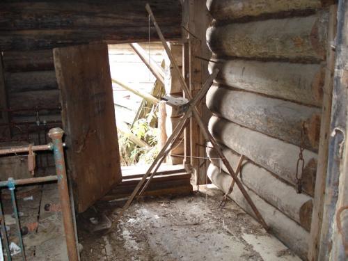 Неизвестное приспособление в заброшенном доме несуществующей уже деревни