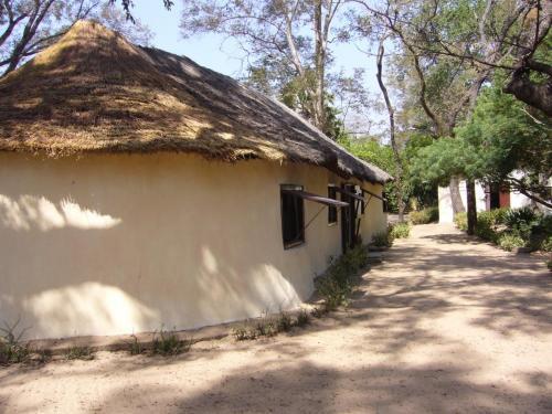 Здание кают-компании, или бара для посиделок, в лодже